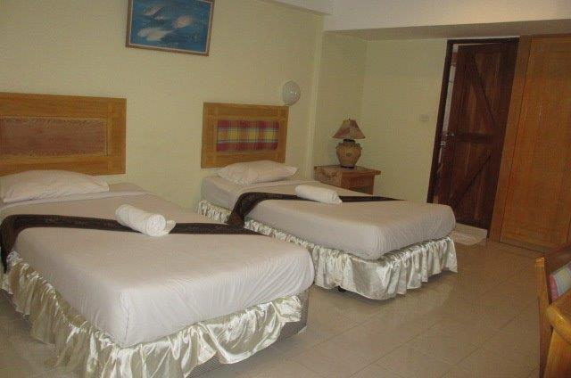 Hotel in Hua Hin for sale in the heart of Hua Hin center, 12 rooms, 40 sq.wah. Price 18,000,000 Baht