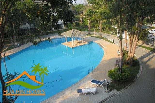 Holiday 5 Bedroom Townhouse For sale near Hua Hin center, close to Cicada Market